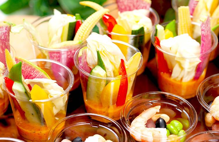 2種のソースで楽しむ横浜野菜を含んだ彩りスティックサラダ