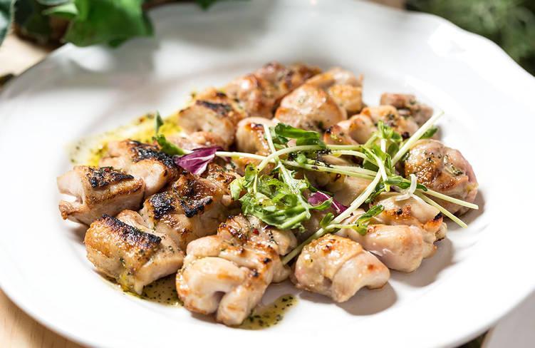 鳥取県産大山鶏のグリルステーキ〜さわやかな酸味と味わい豊かなバジルソース〜
