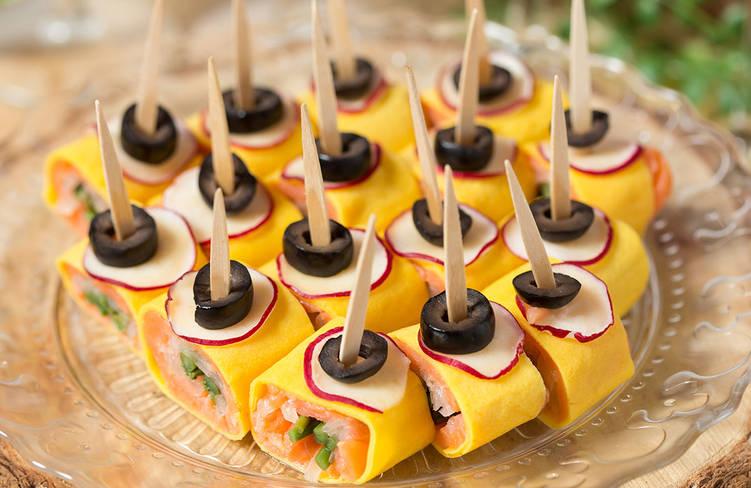 スモークサーモンのピンチョス錦糸卵ロール〜あっさりビネガーの味わい〜