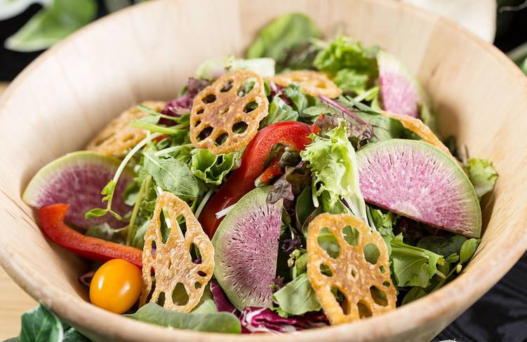 横浜都築野菜を含んだ10種の健康サラダ〜玉ねぎ・リンゴ・にんじんの特製ドレッシング和え