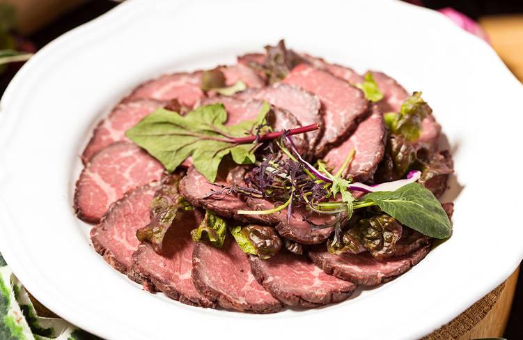 記念日レストランNo,1人気の特製肉厚ローストビーフ〜赤ワインとオレンジソース仕立て〜